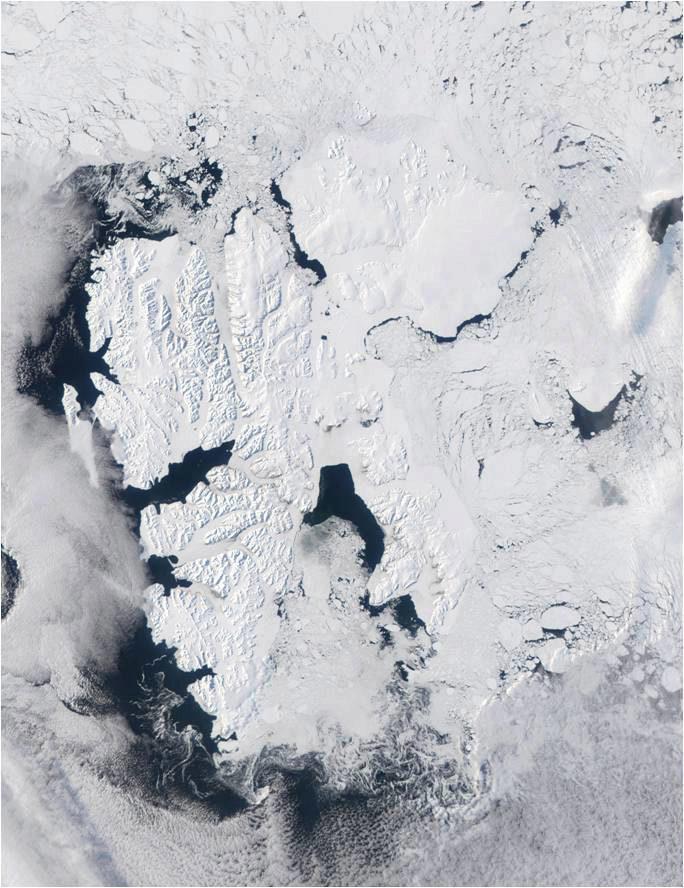 Satellittbilde som viser den store kystpolynien i Storfjorden