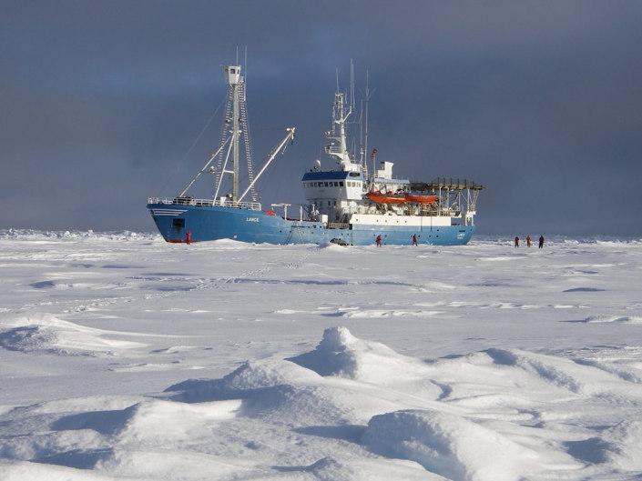 Fartøy i is