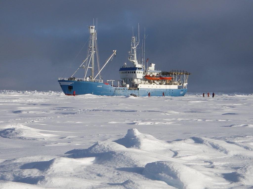 Båt i is
