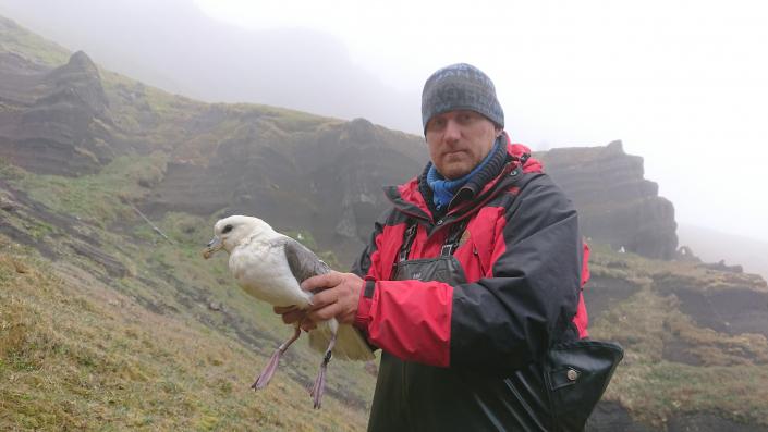 mann med fugl