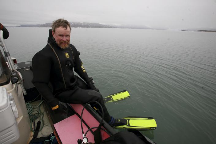 mann i dykkerutstyr