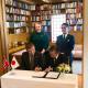 to menn signerer avtale
