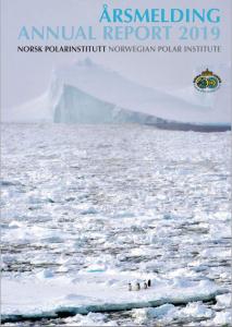 isflak og isfjell. på ett av flakene står tre små pingviner