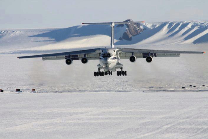 Fly lander på flystripe